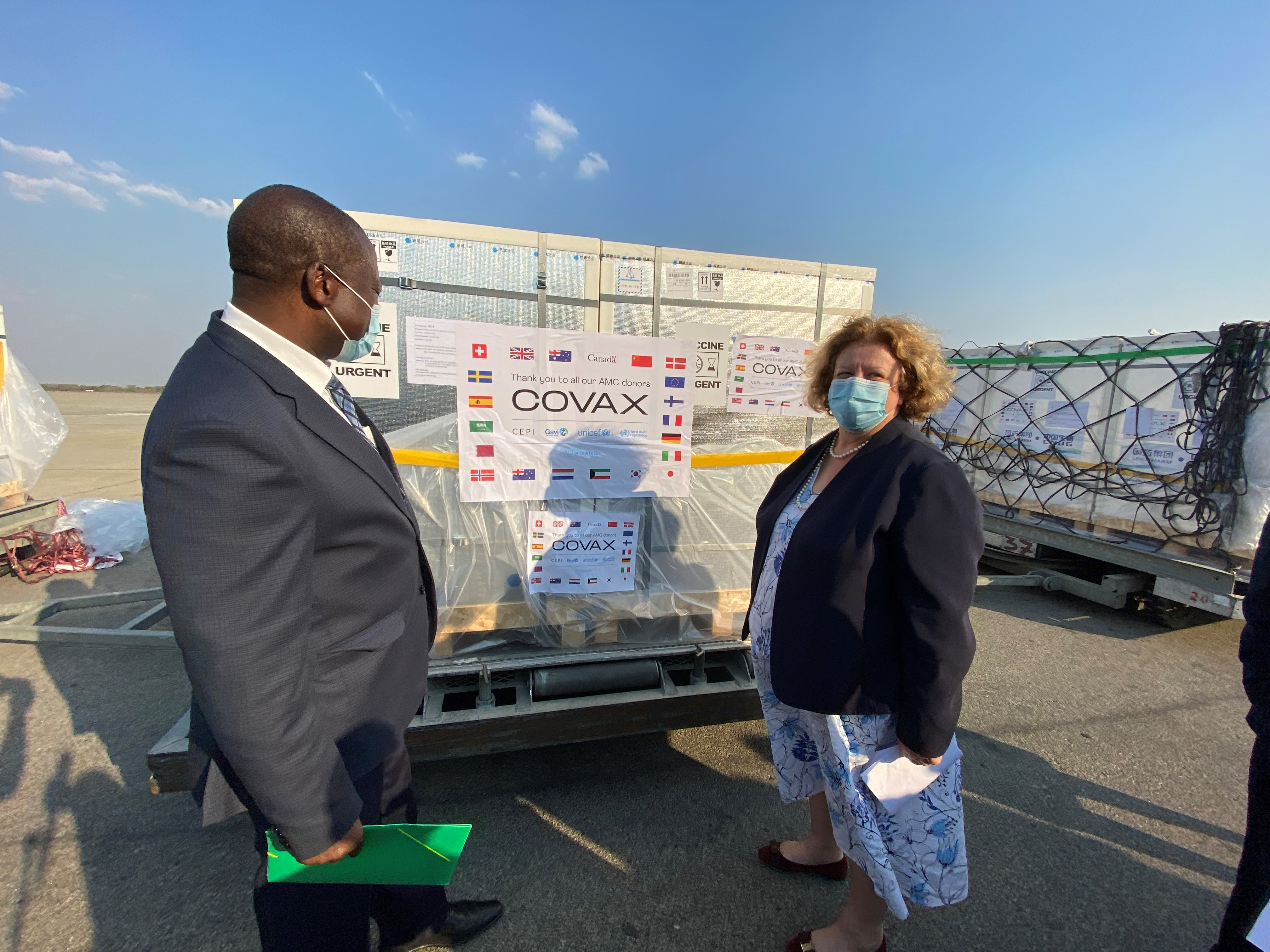 Zimbabwe receives nearly one million COVID-19 vaccine doses from COVAX
