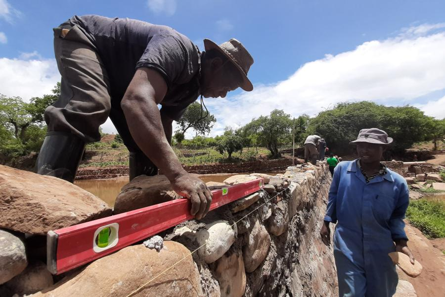Community workers rebuilt the Masocha dam as part of the Zimbabwe Cyclone Idai Recovery Programme